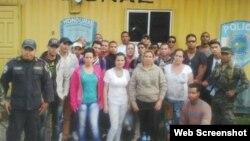 Grupo de cubanos retenidos el 14 de octubre en Honduras.
