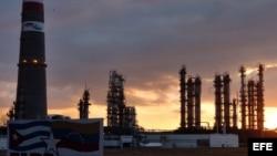 La refinería cubano-venezolana reduce su producción a 53 % de lo previsto en el 2016.