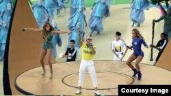 Pitbull canta junto a Jennifer López y Claudia Leitte