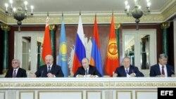 Los mandatarios de Rusia, Armenia, Bielorrusia, Kazajistán y Kiguizia durante la reunión de la Unión Económica Eurasiática (UEE) celebrada en el Kremlin, Moscú, Rusia.