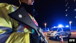 La policía francesa controla el acceso a las fronteras.