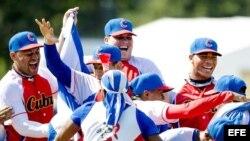 Cubanos celebran la victoria en el torneo de Holanda.
