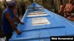 Balseros cubanos muestran cómo construyeron su embarcación