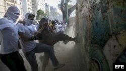 Cubanos leen a Venezuela entre líneas