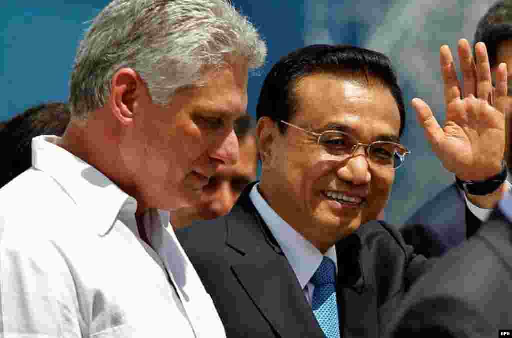 Primer ministro de China, Li Pequian, llega a La Habana