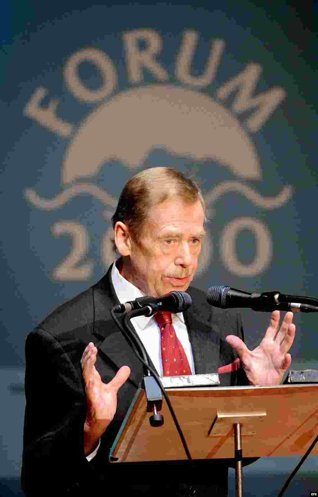 Archivo 2008 - Vaclav Havel pronuncia un discurso en la ceremonia de inauguración de la conferencia internacional FORUM 2000.
