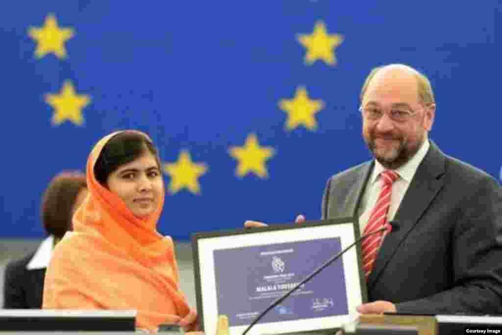 La activista paquistaní Malala Yousafzai, defensora de la educación de las niñas, ha sido galardonada con el premio Sájarov 2013 a la libertad de conciencia.