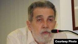 El poeta, periodista y ensayista exiliado Manuel Díaz Martínez.