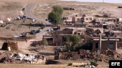 Vista general de de la aldea Amir-Ali Kandi, severamente afectada por un sismo, el 12 de agosto de 2012, en Irán.