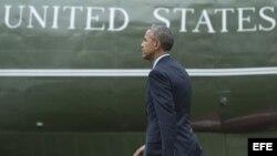 El presidente estadounidense Barack Obama se dirige al Marine One para partir a Jamaica.