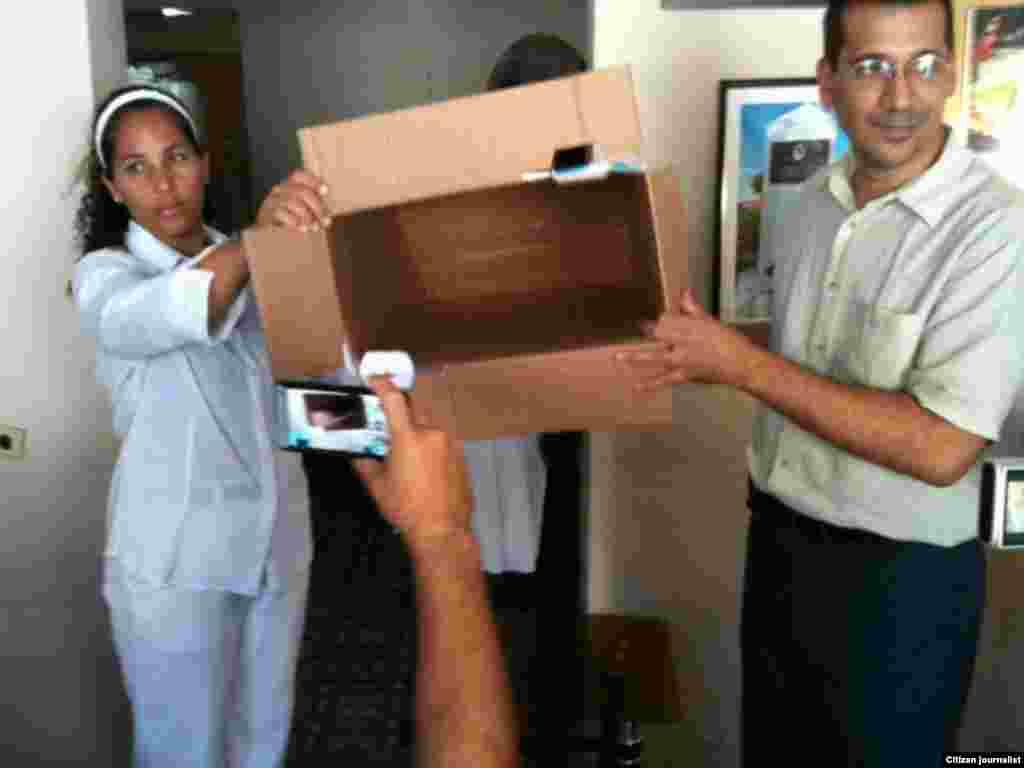 Presentación de la urna antes de comenzar las votaciones