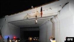 Colgaron a las víctimas de un puente bastante concurrido de Nuevo Laredo