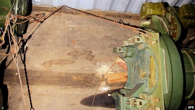 Vista de material presumiblemente bélico encontrado en un contenedor del barco norcoreano Chong Chon Gang.