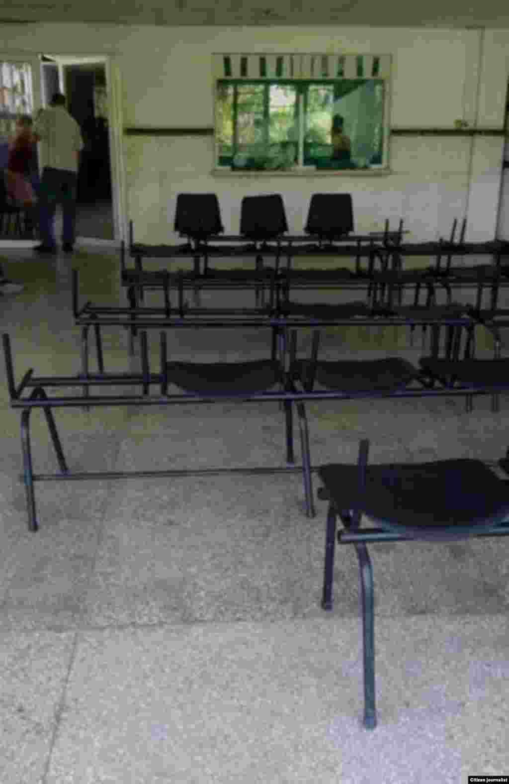 Reporta Cuba: Hospital Celia Sánchez Campechuela con esta sala para esperar que el údico los atienda, Foto Rudi Batista.