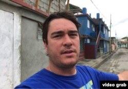 El fotoreportero Mike Theiss reporta desde Baracoa en vísperas del huracán Matthew.