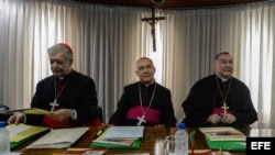 Monseñor Diego Padrón (c), el cardenal Jorge Urosa Savino (i) y el obispo Prieto Parolin en la ciudad de Caracas. Archivo.