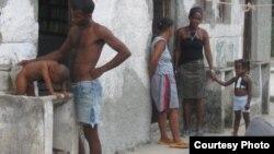 Los afrodescendientes cubanos sufren discriminación económica en los sectores donde fluye más dinero (Iván García).