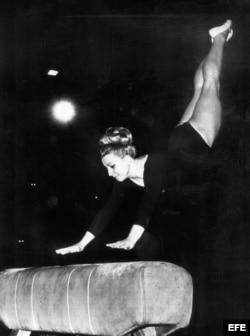 Vera Caslavaska fue campeona olímpica en Tokio 1966 con tres medallas de oro.