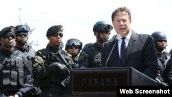 El presidente de Panamá Juan Carlos Varela anuncia el cierre de la frontera sur al paso de los cubanos y otros inmigrantes indocumentados.