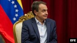 El expresidente del Gobierno español José Luis Rodriguez Zapatero durante un encuentro con el presidente de Venezuela, Nicolás Maduro, en el Palacio de Miraflores. Archivo.EFE.