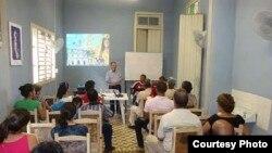 La iglesia está contribuyendo a la formación de pequeños empresarios en Cuba. En la foto un curso dictado en la diócesis de Bayamo-Manzanillo.