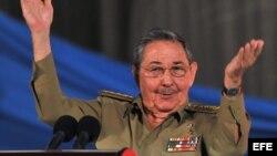 El general Raúl Castro.