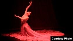 """Prima Ballerina Rosario Suárez """"Charin"""" en una presentation en Miami de """"La última función"""". Foto: ©Pedro Portal."""