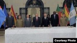 Raúl Castro condecora a sus tres más antiguos colaboradores