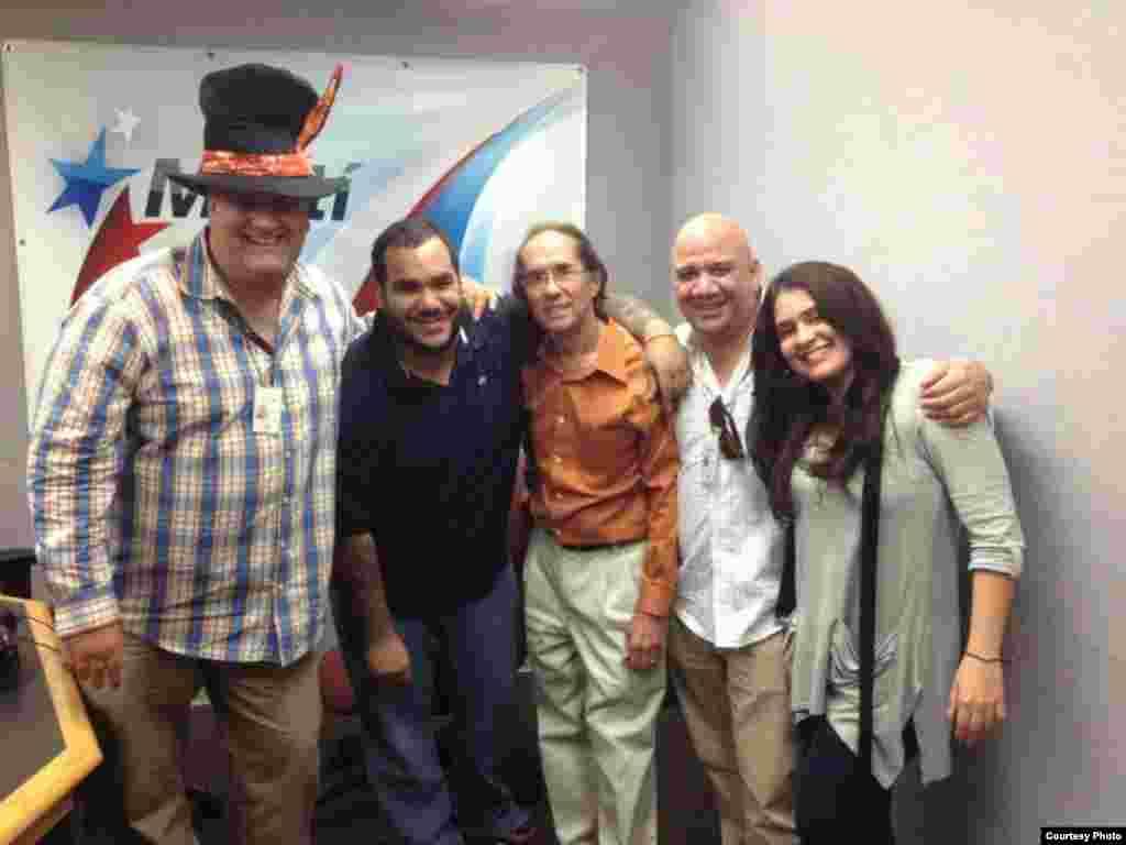 La tropa de 1800 Online: de izquierda a derecha, Héctor Carrillo, Everett Semanat, Raúl Tápanes Estrella, Juan Juan Almeida y Lizandra Díaz Blanco.