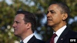 El presidente de los Estados Unidos, Barack Obama, (d), y el primer ministro británico David Cameron durante un acto oficial en la Casa Blanca.