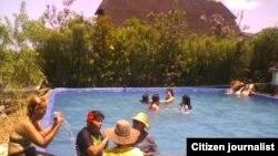 Reporta Cuba piscina particulares Cabaiguán /foto /José R Borges