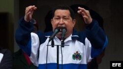 Hugo Chávez ofreció un discurso este viernes pero necesita preguntarle a sus médicos si puede ir a Cartagena