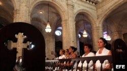 Algunas de las Damas de Blanco que sí pudieron asistir a la Catedral