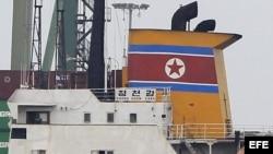PAN03. CIUDAD DE PANAMÁ (PANAMÁ), 16/07/2013.- Fotografía del barco de Corea del Norte Chong Chon Gang hoy, martes 16 de julio de 2013, atracado en el muelle de Manzanillo de la caribeña ciudad de Colón (Panamá). Las autoridades panameñas retuvieron en Co