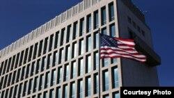 EEUU retira 60% de misión diplomática en Cuba y paraliza entrega de visas