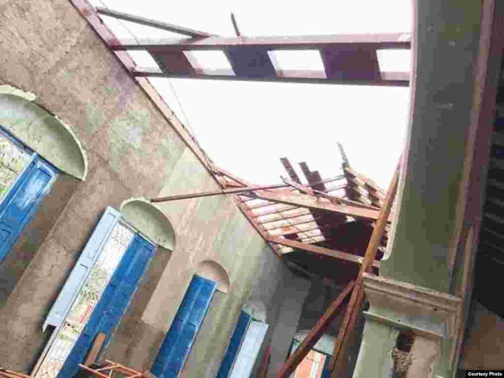 Una edificación destruida ante el paso del huracán irma por Remedios, Villa Clara. Foto cortesía de H. Vela WPLG-TV.