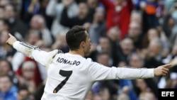 Cristiano Ronaldo celebra su gol frente al Granada.