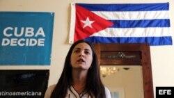 Rosa María Payá habla durante un homenaje a su padre, el fallecido disidente Oswaldo Payá, en la Habana.