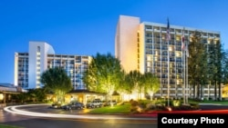 Hotel Marriot de Santa Clara, California, donde se desarrolló el forum sobre Internet.