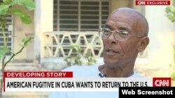 Imagen de Charlie Hill en Cuba durante un reporatje grabado por CNN en 2015.