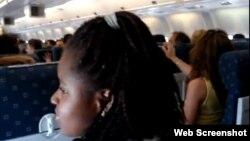 Para muchos cubanos la cabina de un avión es toddavía un lugar mágico y misterioso.