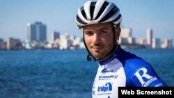 El ciclista austríaco Jacob Zurl recorre Cuba de punta a cabo en 58 horas y 40 minutos.