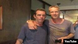 Reporta Cuba Escritor Noruego (der) junto al reportero Yuri Valle (izq).