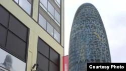 Torre Agbar, emblema arquitectónico de la Barcelona postolimpiada (foto de Jorge Ignacio Pérez)