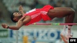El cubano Javier Sotomayor, campeón mundial de salto de altura.