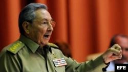Raúl Castro pronuncia el discurso de clausura de la segunda jornada de sesiones de la Asamblea Nacional del Poder Popular.