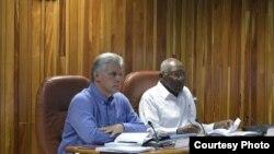 Miguel Díaz-Canel y el primer vicepresidente Salvador Valdés Mesa presidieron reunión del Consejo de Ministros.