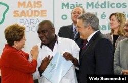 Dilma Rousseff saluda a Juan Melquíades Delgado.