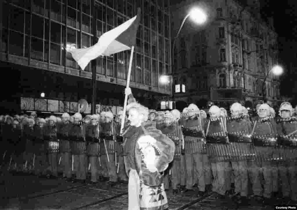 Manifestante en las calles de Praga en Noviembre de 1989