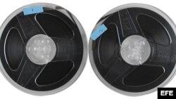 Fotografía cedida por RR Auction que muestra las bobinas de una entrevista a John Lennon y Yoko Ono realizada por el columnista Howard Smith en 1969